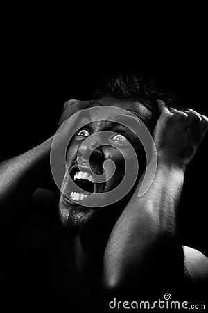Człowiek krzyczeć