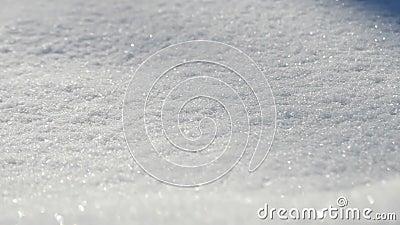 Czysty śnieg na zewnątrz Zamknięcie, panoramowanie Powolny ruch kamery od lewej do prawej zdjęcie wideo