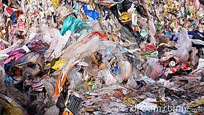 Décharge de déchets Fin vers le haut Concept de pollution d'environnement
