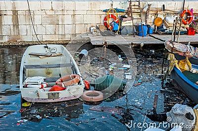 D chets au port de mer bari pouilles photo stock image - Port des pouilles ...