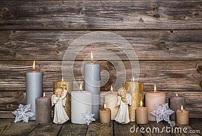 D coration de no l avec des bougies et des anges sur le - Decoration avec des bougies ...