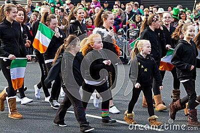 Défilé de jour de rue Patrick dans Limerick Image stock éditorial