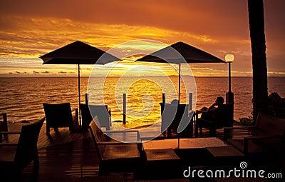 Día de fiesta Fiji de la puesta del sol del océano