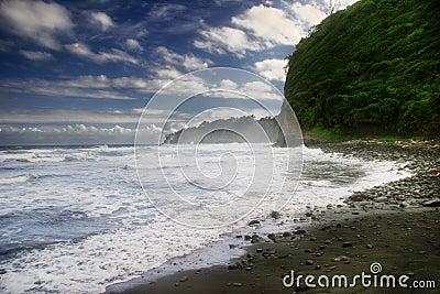 Día de playa negra de la arena