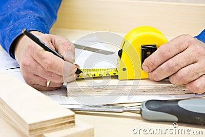 Da el funcionamiento del carpintero
