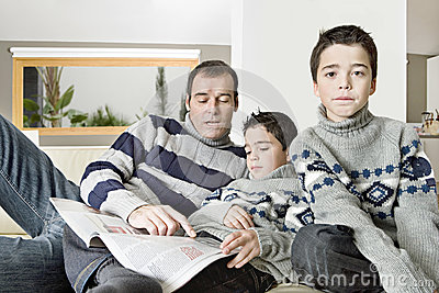 Dad and kids reading magazine