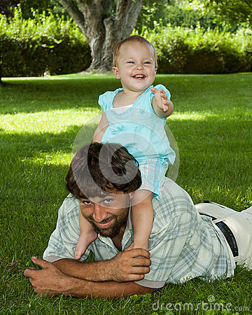 toddler on daddys shoulders