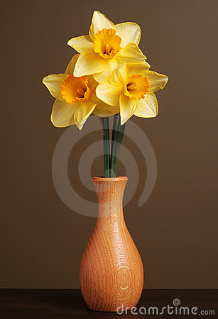 Free Daffodils In Wooden Vase Royalty Free Stock Images - 4853309