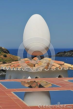 Dali egg