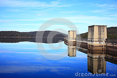 Dam landscape specular reflection
