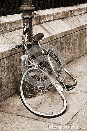 Free Damaged Bicycle Locked To An Iron Pillar Royalty Free Stock Images - 22849909