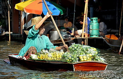 Damnoen Saduak, Thailand: Floating Market Vendor Editorial Photography