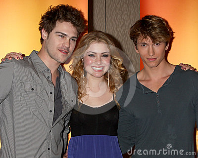 Damon gris, pierre de Benjamin, Skyler Samuels Photo stock éditorial