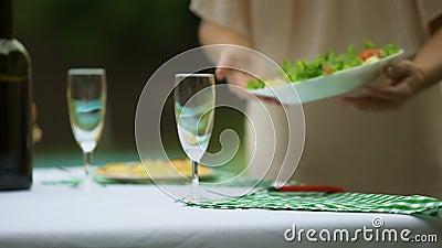 Damportiontabell med non vegetarisk mat för gmo, fria produkter för bekämpningsmedel stock video