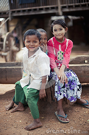 danaka paste, barefoot Burmese kids in the village Editorial Stock Image