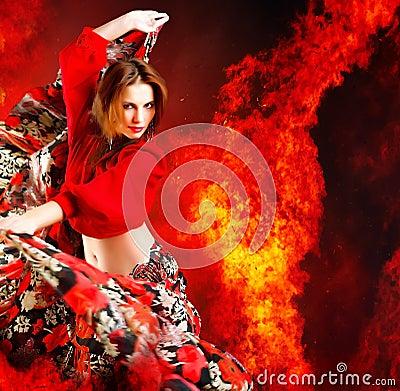 Dançarino quente da mulher