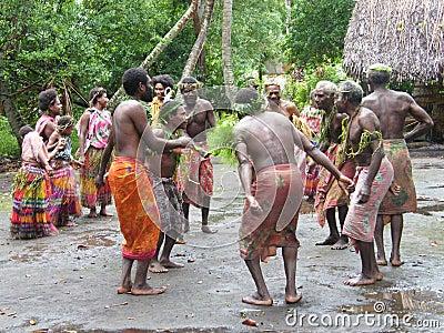Dançarinos nativos em Vanuatu Foto de Stock Editorial
