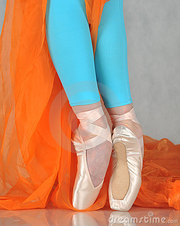 Free Dancer In Ballet Pointe Royalty Free Stock Photo - 24005185