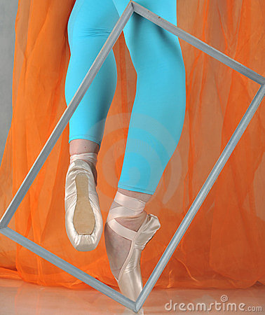 Free Dancer In Ballet Pointe Royalty Free Stock Photography - 24005187