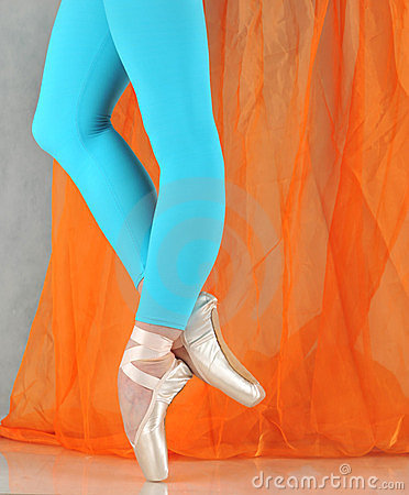 Free Dancer In Ballet Pointe Royalty Free Stock Images - 24005189