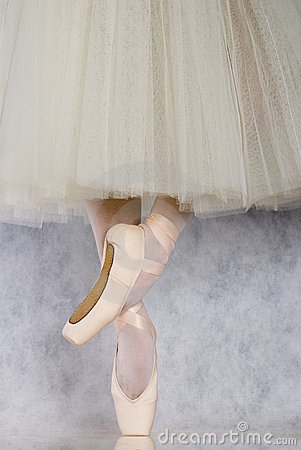 Free Dancer In Ballet Pointe Royalty Free Stock Photo - 2835045