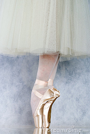 Free Dancer In Ballet Pointe Royalty Free Stock Photo - 3198835