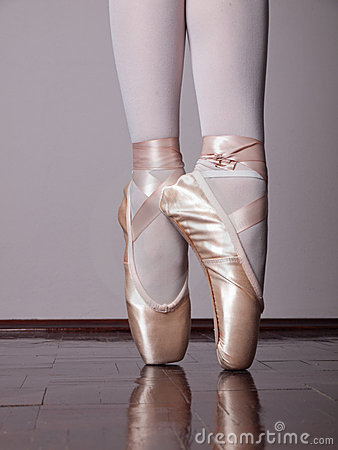 Free Dancer In Ballet Pointe Shoes Stock Images - 23198464