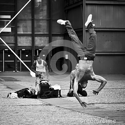 Free Dancer In Street Of Paris At Beaubourg Quarter Royalty Free Stock Photos - 65247088