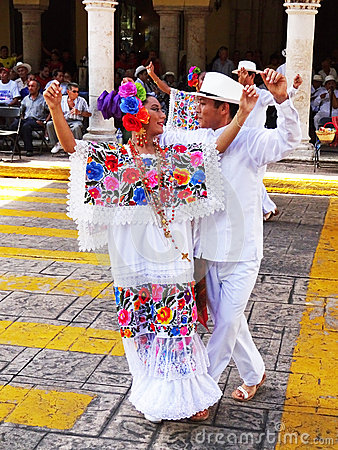 Free Dancing Couple In Merida Yucatan Royalty Free Stock Photo - 62526725
