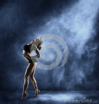 Free Dancing Woman, Sexy Girl Posing In Expressive Sport Dance Royalty Free Stock Image - 54219016
