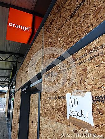 Dano às lojas no parque de varejo são de Tottenham Foto Editorial