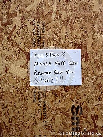 Dano às lojas no parque de varejo são de Tottenham Foto de Stock Editorial