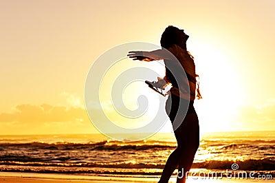 Danse de coucher du soleil de vacances