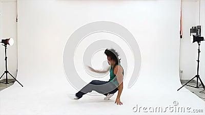 Danses d'adolescents en action banque de vidéos