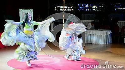 danseurs gitans pendant la Madame Festival, Kiev, Ukraine de ventre, banque de vidéos