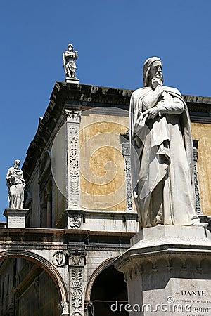 Free Dante Statue, Verona Royalty Free Stock Photos - 2806668