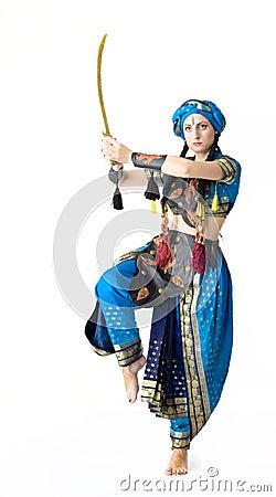 Danza de la mujer en traje árabe