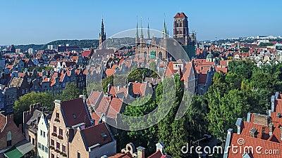 Danzig, Pologne Vieille ville avec la rivière de Motlawa et les monuments principaux Vidéo aérienne banque de vidéos