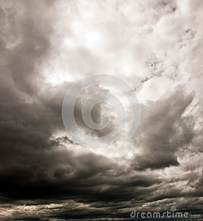 Free Dark Cloudy Sky Royalty Free Stock Photography - 27158597