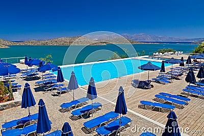 Días de fiesta en la bahía de Mirabello en Grecia