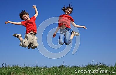 Das Kindspringen im Freien