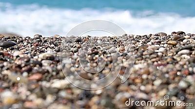 Das Meer spült den Sand ab stock video footage