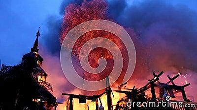 Das Museum auf Feuer stock video footage