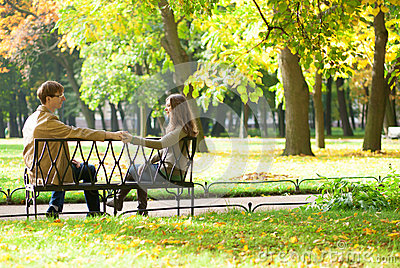 Dating couple on a bench