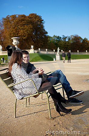 Dating couple in the Luxembourg garden