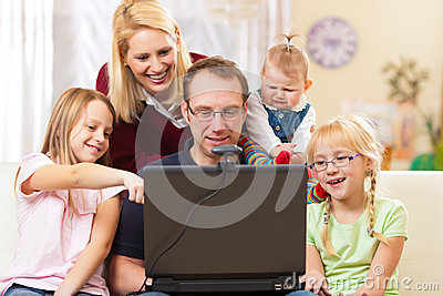 Datorkonferensfamilj som har videoen