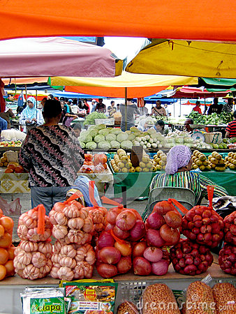 Day open air market selling fruits/vegetable