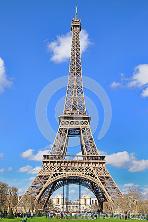 Free Daylight View Of The Eiffel Tower (La Tour Eiffel), Is An Iron Lattice Tower Located On The Champ De Mars Royalty Free Stock Images - 39942919