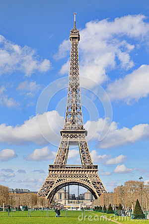 Free Daylight View Of The Eiffel Tower (La Tour Eiffel), Is An Iron Lattice Tower Located On The Champ De Mars Stock Photo - 39943070