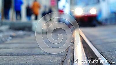 De aankomst van een tram stock footage